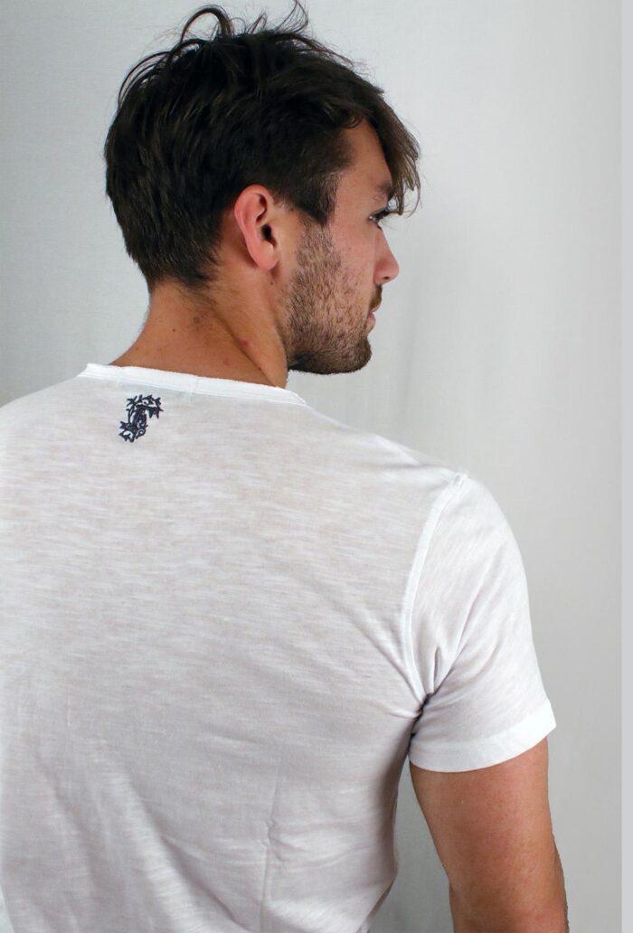 Abbigliamento tempo libero - maglietta bianca dettaglio